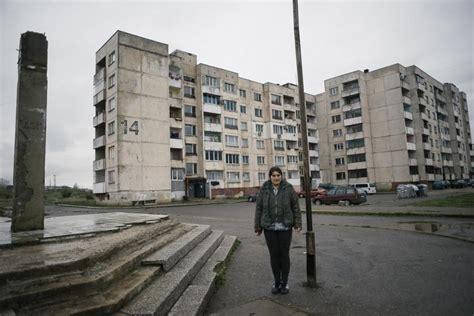 zuwanderung im roma getto ist man mit  euro der koenig die welt