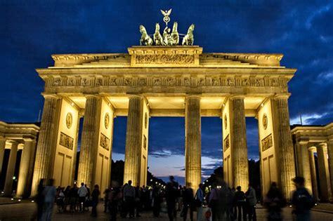 brandenburg gate  night famous european landmark