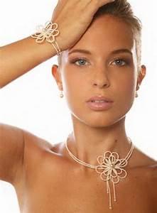 bijoux avec robe bustier With tenue de mariage avec bijoux pendentif