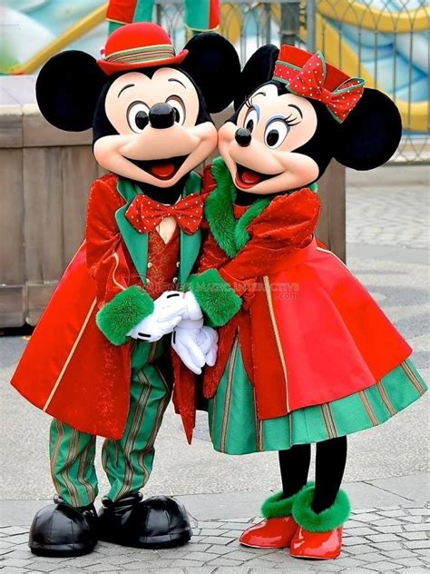 mickey  minnie mouse christmas happiest place