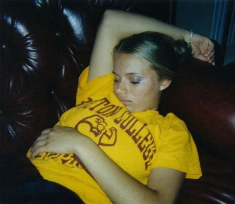 Passed Out Girls 153 Pics