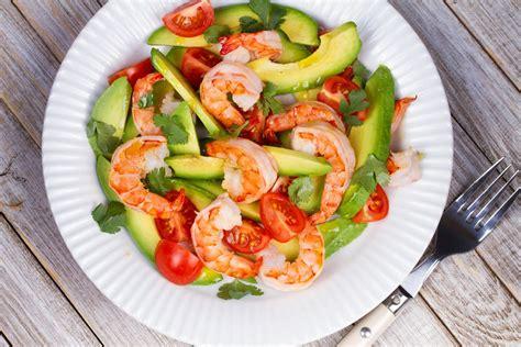 cuisiner crevettes blogues â la meilleure recette de salade d avocat â ma