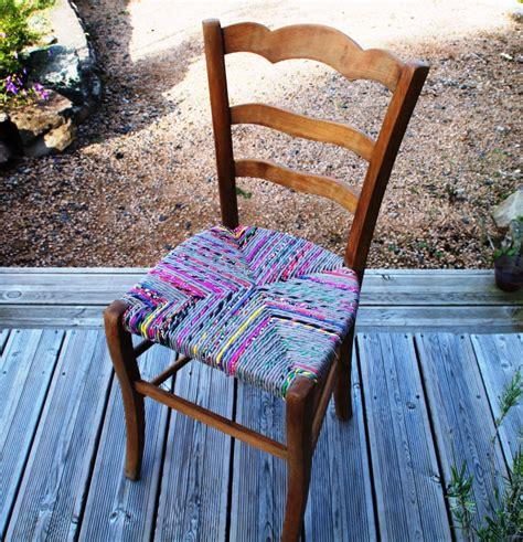 chaise ancienne en bois relook 233 e en torons de tissu meubles et rangements par chez paloumalou