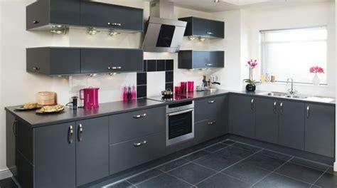 meuble de cuisine moderne cuisine grise plan de travail blanc valdiz