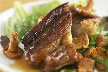 cuisiner le tendron de veau recette de la semaine tendron de veau aux girolles