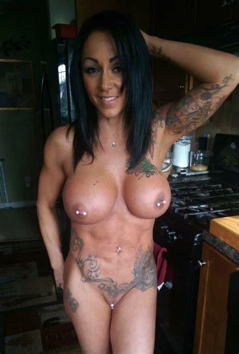 Amateur porn: Hot brunette in a picture..