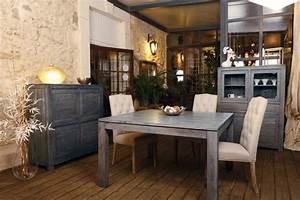 Meubles gris en bois bonjour obscur for Deco cuisine avec chaise de salle a manger en tissus