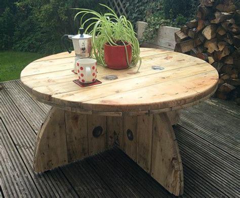 renover un canapé 1001 idées astuces brico pour créer une table en touret