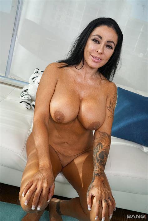 Thick And Sexy Simone Garza Cups Her Big Boobs Photos