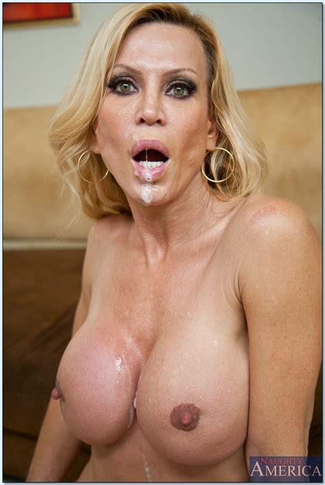 Vulgar Milf Amber Lynn Denudes Ripe Tits And Fucks