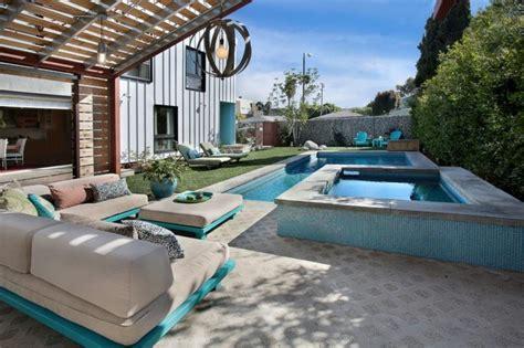 nettoyer un canape le salon de jardin en palette en plus de 110 idées originales