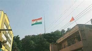 Largest Tricolour stuck: No chopper at hand, workers act ...