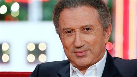 He has been on screen for so long and so permanently (in various shows and on different networks, both public and private), that he once said that some. Télévision: Révélation: Michel Drucker a subi un triple pontage coronarien - Le Matin