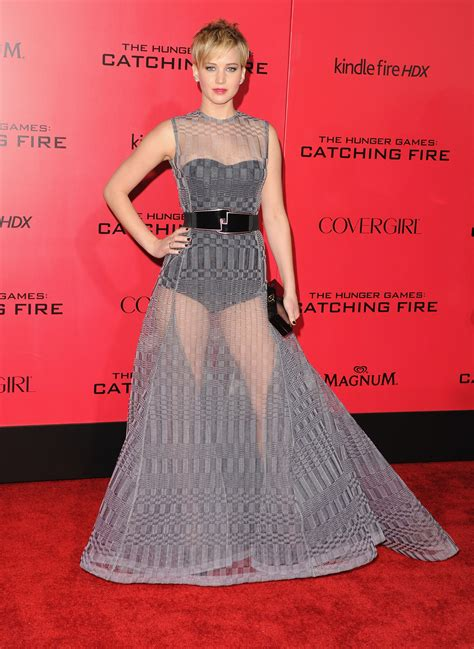 Jennifer Lawrence Goes The Risqu Route For The Hunger Games Catching Fire La Premiere Glamour
