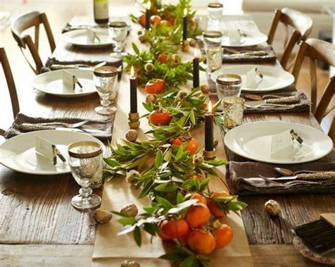 tavola a natale decorazioni decorazioni tavola di natale con materiali naturali foto