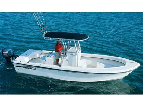 Maycraft Boats Dealers by 2017 May Craft 2300ccx Boats