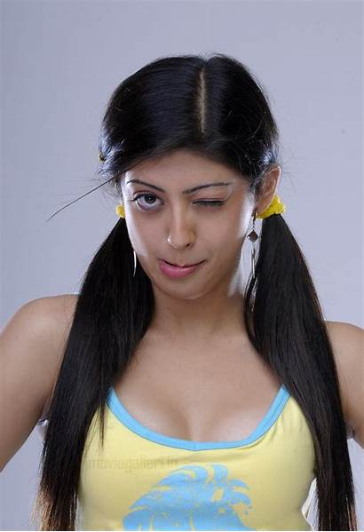 Pranitha Actress Subhash Wallpapers Cleavage