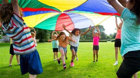 activities  encourage group play  preschool