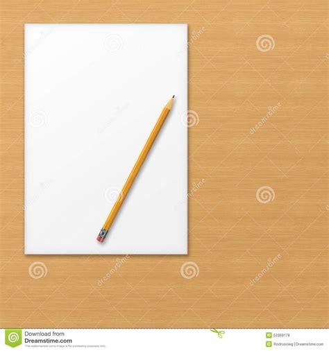papier bureau feuille de papier de bureau avec le crayon jaune sur le