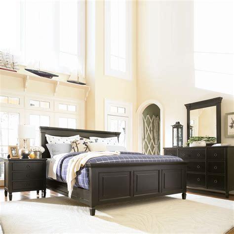 Universal Furniture Summer Hill Panel Bedroom Set