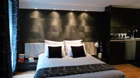 canapé designer rénovation d un petit espace comme une chambre d hôtel