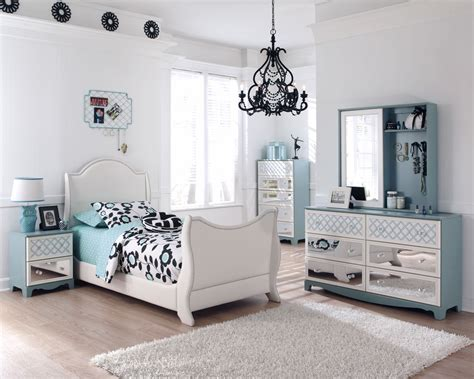 Mirrored Dressers And Nightstands