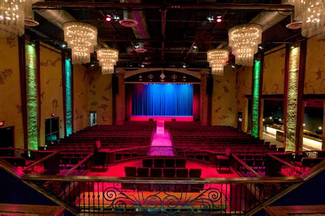 defunct westbury theater   makeover   york times