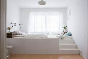 Bett Auf Podest : ein podest f rs kinderzimmer mit eingelassenem bett hier zwar in einem schlafzimmer aber das ~ Sanjose-hotels-ca.com Haus und Dekorationen