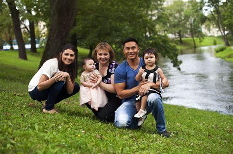 Ģimenes fotosesija Rīgā   Couple photos, Couples, Photo