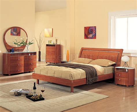 cherry finish bedroom furniture 69 emy bedroom set in cherry high gloss by global