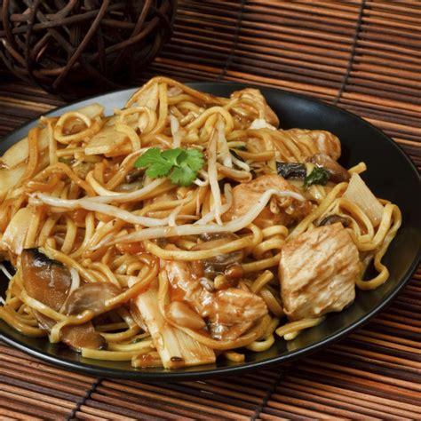Recette Nouilles chinoises au wok, oignons, dinde et