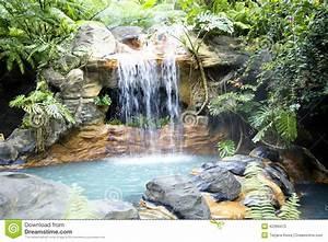 Piscine Avec Cascade : piscine avec de l 39 eau une cascade et thermique chaud photo ~ Premium-room.com Idées de Décoration