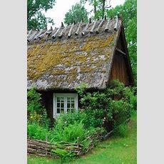 Rustic Cottage In The Woods  Cottages + Landhäuser