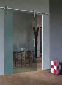 la porte coulissante en verre gain d espace et esth 233 tique moderne archzine fr