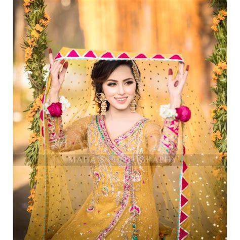 beautiful mehndi photoshoot  nimra khan pakistani