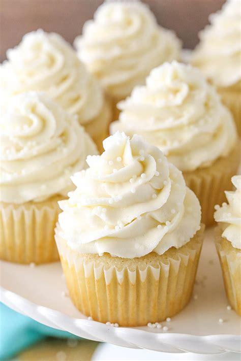 favorite moist vanilla cupcakes life love  sugar