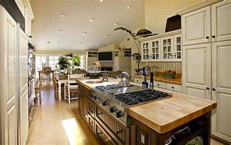 center islands for kitchen a great cooktop on a center island fabulous kitchens