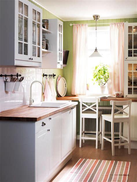 Schmale Küche Mit Essplatz by K 252 Cheneinbauschr 228 Nke Und Sitzecke Im Landhausstil Design