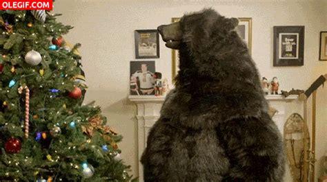 gif un oso junto al 225 rbol de navidad gif 4167