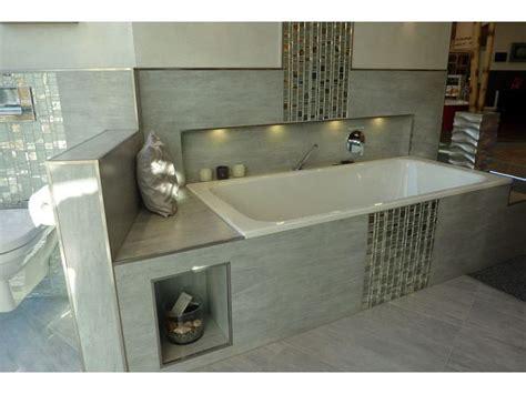 Badezimmer Ideen Fliesen Grau