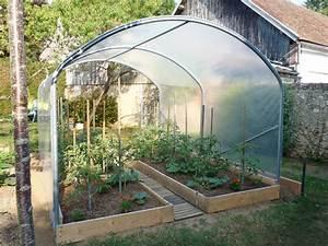 une tres jolie serre a tomates amenagee avec soin par le With toit en verre maison 8 construire une serre en bouteilles plastique
