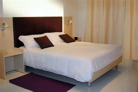foto particolare letto arredo camera hotel  mar mobili