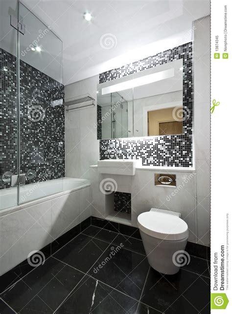 salle de bains contemporaine d en suite en noir et blanc photo libre de droits image 13874345