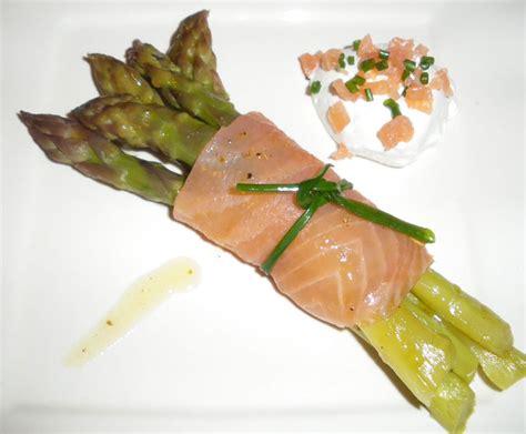 cuisiner des asperges blanches fagots d 39 asperges au saumon fumé et chantilly salée fées