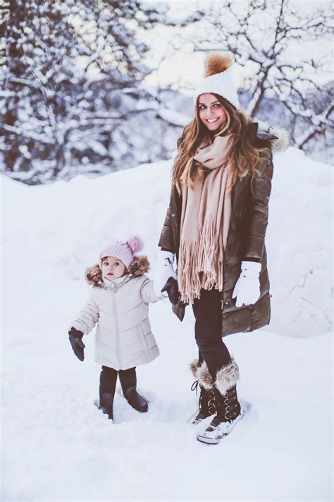#BumpStyle // Olive Green Long Puffer Coat & Snow Boots