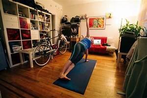 Yoga At Home : yoga in a studio vs yoga at home ~ Orissabook.com Haus und Dekorationen