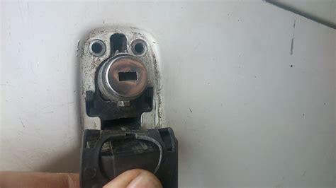 changer serrure porte chambre remplacer une serrure de porte r glage de la serrure r