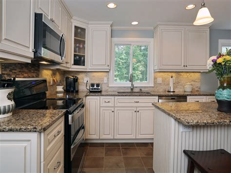 White Cabinets Countertops by White Kitchen Cabinets With Quartz Countertops