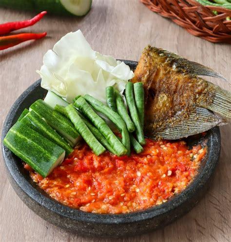 Nah, bagi anda yang ingin belajar membuat sambal sendiri, berikut ini merdeka.com punya berbagai resep sambal khas nusantara yang bisa dicoba. Resep Sambal Terasi Dan Lalapan Segar - Dreamoia.com