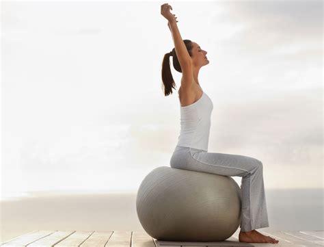 j ai test 233 une semaine au bureau assise sur un swissball femme actuelle